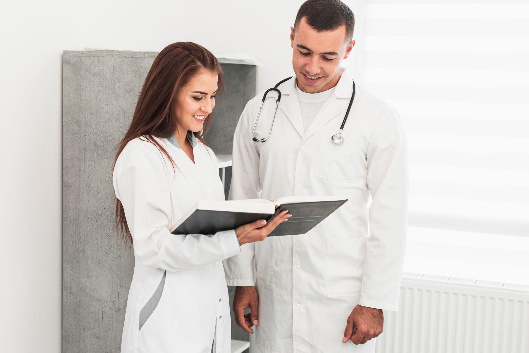 Lekarze Specjaliści z pozytywnymi wynikami badań pacjenta