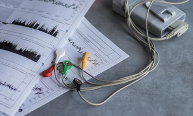 Profesjonalny sprzęt medyczny w pracowni echokardiograficznej i wyniki badań